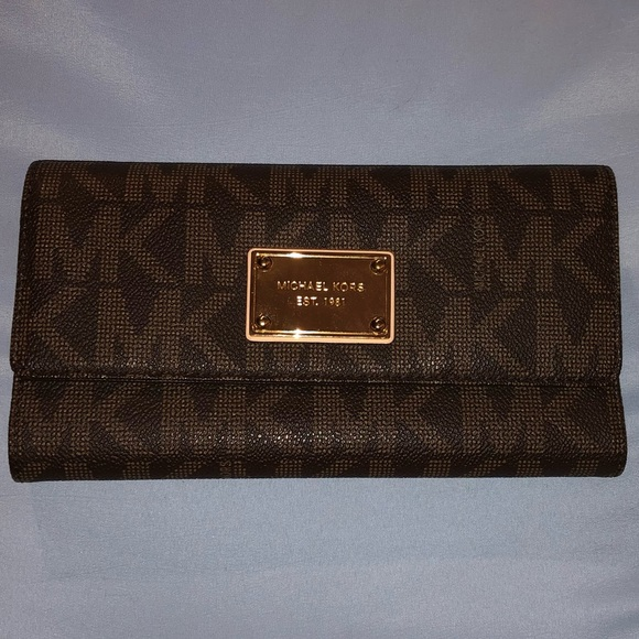 Michael Kors Handbags - Michael Kors Jet Set Signature Checkbook Wallet